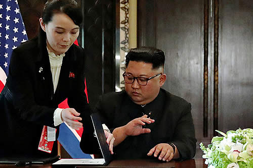 Kim Jong-un evitó firmar el documento final con un bolígrafo con el nombre de Trump