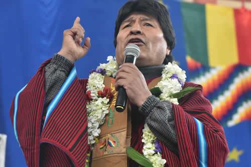 Morales garantiza más de Bs 140 millones para unidades educativas, canchas y enlosado de calles en El Alto