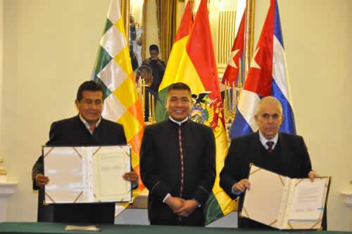 Bolivia y Cuba firman acuerdo para intercambio comercial y establecer mecanismos financieros