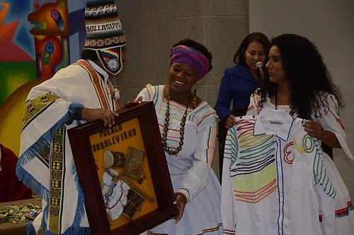 """Naciones y pueblos indígenas """"sellan"""" la Casa Grande del Pueblo con símbolos ancestrales"""