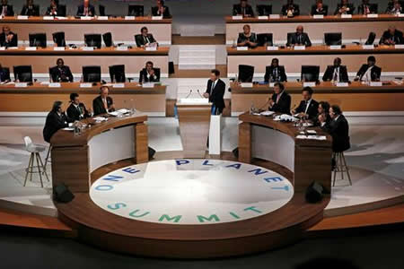 Aluvión de compromisos en París para reanimar la lucha por el clima