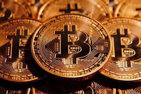 El volátil año del bitcóin realza la cara y la cruz de las criptomonedas