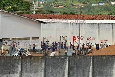 Encuentran tres túneles en cárcel brasileña amotinada desde hace una semana