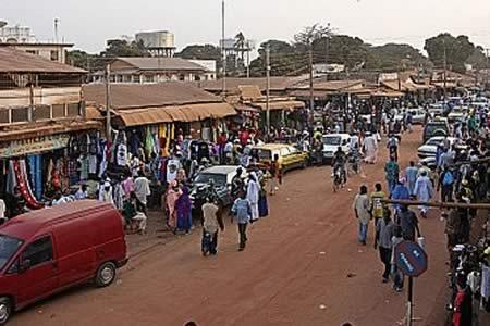 Miles de personas que huyeron de Gambia regresan tras la marcha de Jammeh