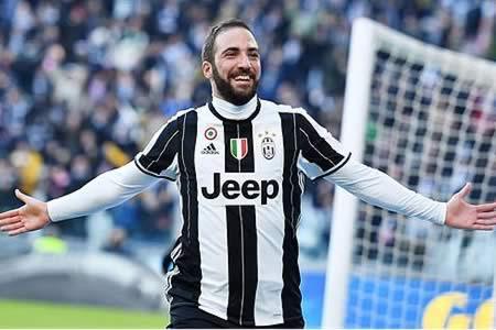El Juventus impone su ley ante el Lazio con goles de Dybala e Higuaín