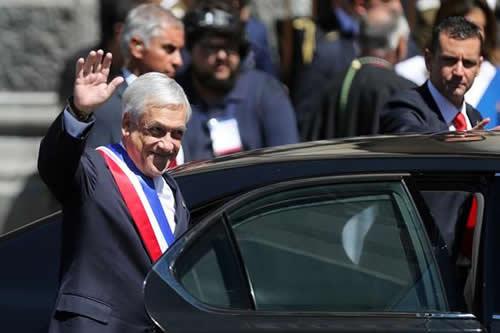 Renuncia de jefe de Policía y reforma tributaria marcan primer día de Piñera