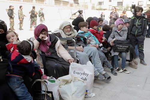 Civiles y heridos son evacuados del feudo opositor de Guta Oriental en Siria