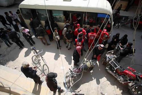 Más de un centenar de civiles son evacuados de Guta Oriental cerca de Damasco