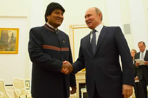 Morales saluda trabajo de Bolivia y Rusia en el inicio de reunión con Putin