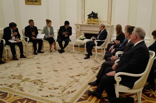 Putin se interesa en el litio boliviano y en el tren bioceánico central