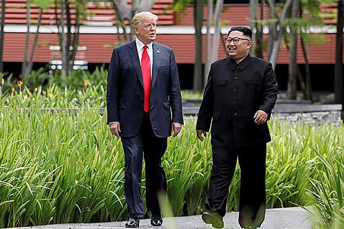 Kim Jong-un usó zapatos con plataformas para aparecer más alto en la reunión con Trump