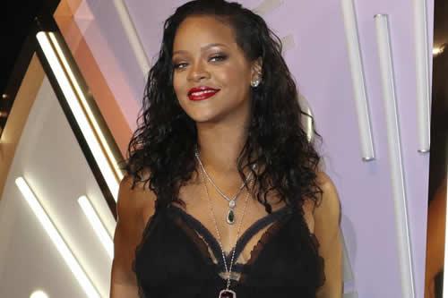 Rihanna cierra la pasarela neoyorquina con lencería para mujeres de todo tipo