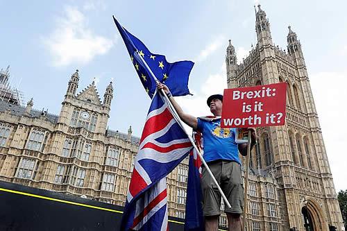 Londres acelera planes para enfrentar un brexit sin acuerdo