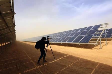 Planta solar alimenta esperanzas de refugiados sirios en campamento jordano