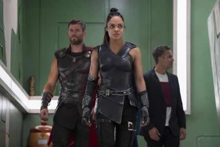 """""""Thor: Ragnarok"""" mantiene su poderío en la taquilla estadounidense"""