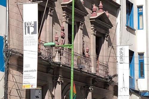 El centro español en La Paz abre una primera muestra en apoyo a artistas