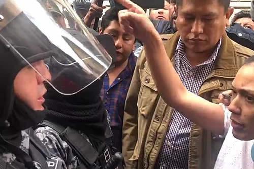 Salvatierra reaparece y dice que no renunció, pero la Policía le impide entrar a la Asamblea