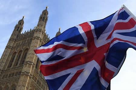 """El Parlamento británico fuerza a May a someter el """"brexit"""" a votación"""