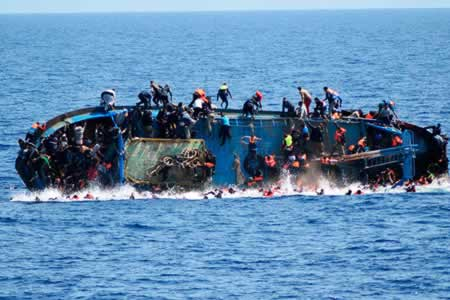 Cientos de personas habrían muerto en el mar en una semana, según MSF y ACNUR