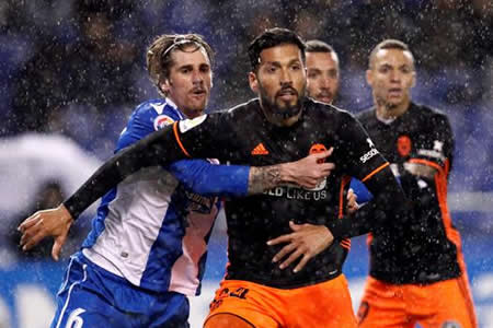 El Valencia rentabiliza los errores del Deportivo