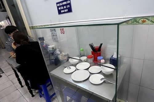 La mesa de Obama en un bar de Vietnam, convertida en objeto de culto