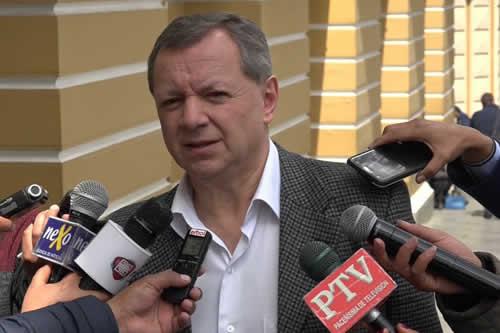 Presidente del Senado José Alberto Gonzales renuncia a su cargo y a su mandato