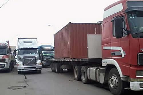 Denuncian que transportistas atrapados en los bloqueos sufren problemas de salud
