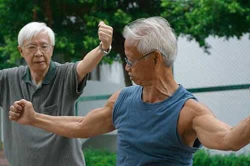 Japón bate su récord de centenarios con más de 69.000, casi un 90 % mujeres