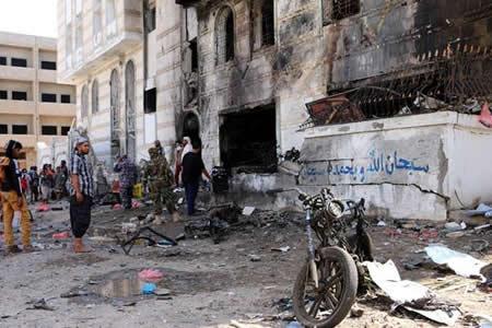 Al menos seis policías mueren en un atentado contra un cuartel en el Yemen