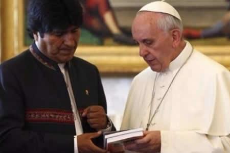 Refugiados piden al Papa hablar con Evo de democracia