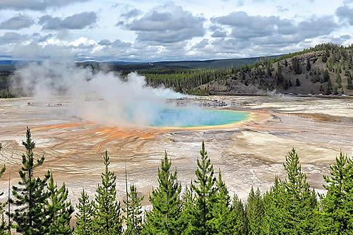 Revelan qué causó miles de terremotos en tres meses en Yellowstone