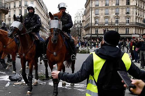 París mantiene medidas de seguridad por riesgo de disturbios en nuevas protestas