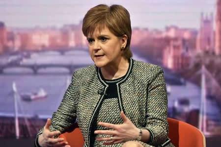 Sturgeon defiende permanecer en mercado común como mejor opción para Escocia