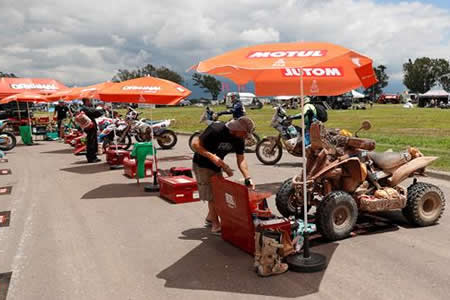 Los supervivientes del Dakar juegan su suerte en infernal calor de Argentina
