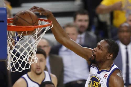 Durant y Warriors pueden con Rockets de Harden y toman ventaja