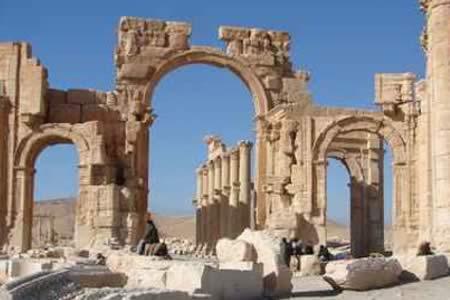 Jefe de Antigüedades sirias teme que el EI destruya más monumentos en Palmira