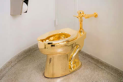 Inodoro de oro macizo valorado en más de un millón de dólares es robado de la casa donde nació Winston Churchill