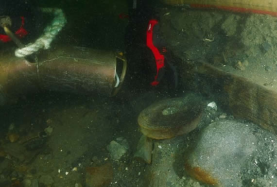 """Habrían encontrado los restos del HMS Endeavour, """"el navío más famoso"""" de James Cook"""