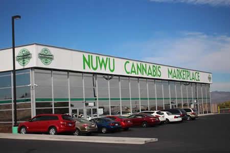 Pedir marihuana como si fueran hamburguesas en la mayor tienda del mundo
