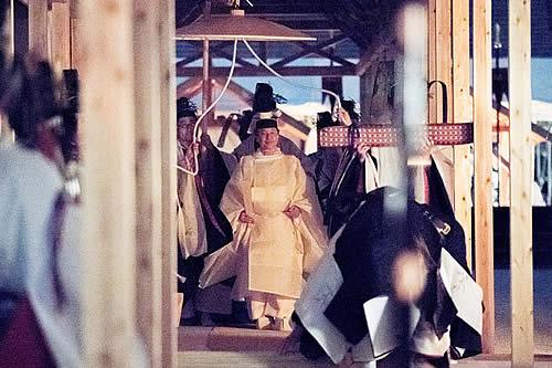 Emperador de Japón participa en ritual religioso para su coronación que cuesta 22 millones de dólares