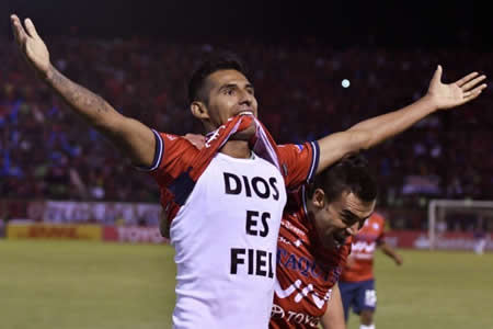 Gilbert Álvarez a una fecha de ser el goleador del torneo