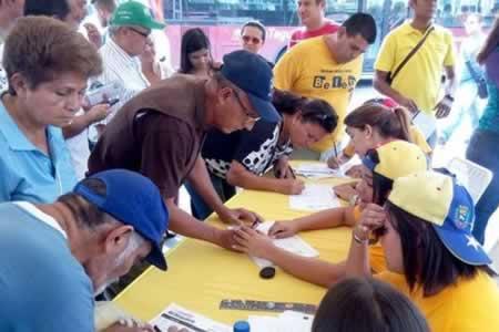 Oposición venezolana asegura tener más de 600.000 firmas para el revocatorio