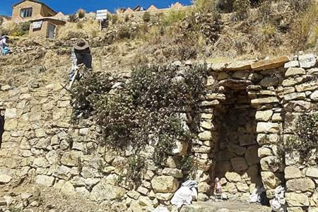 Restauran 11 nichos de época inca en una isla del lado boliviano del Titicaca