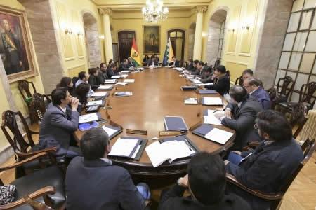 Ministros presentarán renuncia colectiva luego del informe presidencial