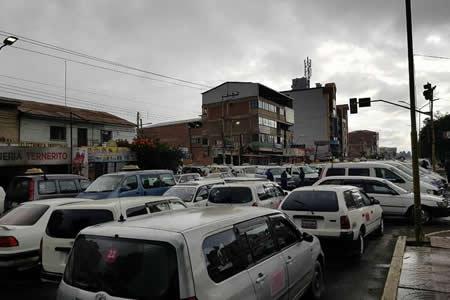 Reportan bloqueos en Cochabamba en contra del Código del Sistema Penal