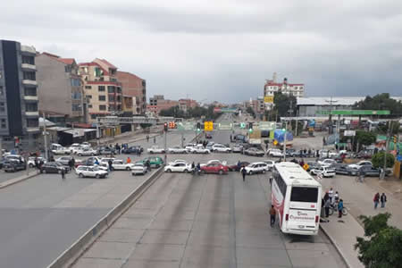 Cochabamba cumple un paro con apoyo del transporte