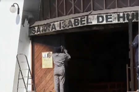 Queman tres iglesias en Chile tras la llegada del papa Francisco