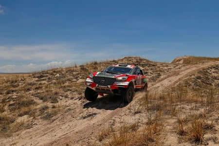 El peruano Fuchs se queda parado en décima etapa por problemas mecánicos