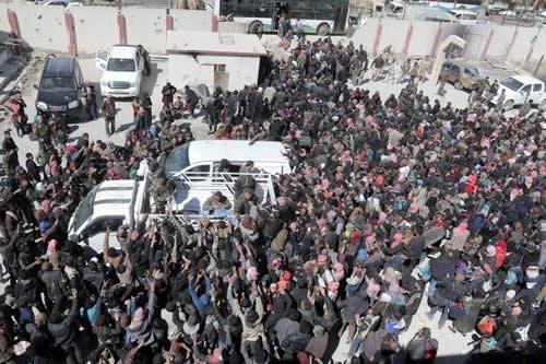 Siria dice que más de 40.000 civiles salieron este jueves de Guta Oriental