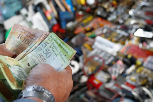Caracas lanza su propia moneda para afrontar la severa escasez de efectivo